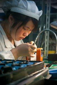 Importerzy - praca w fabryce
