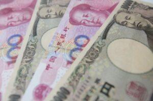 Czy korzystanie z biura tłumaczeń przy imporcie z Chin jest niezbędne? - chińskie pieniądze